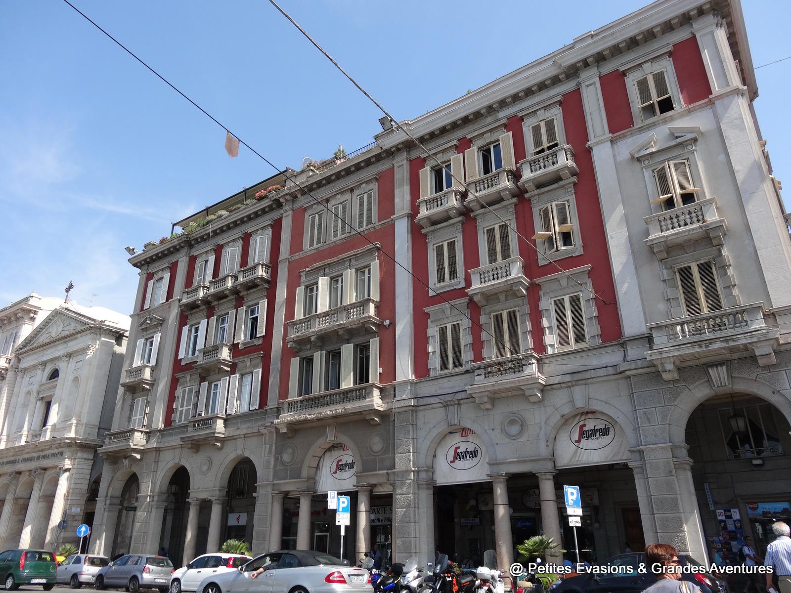 Sur la Via Roma