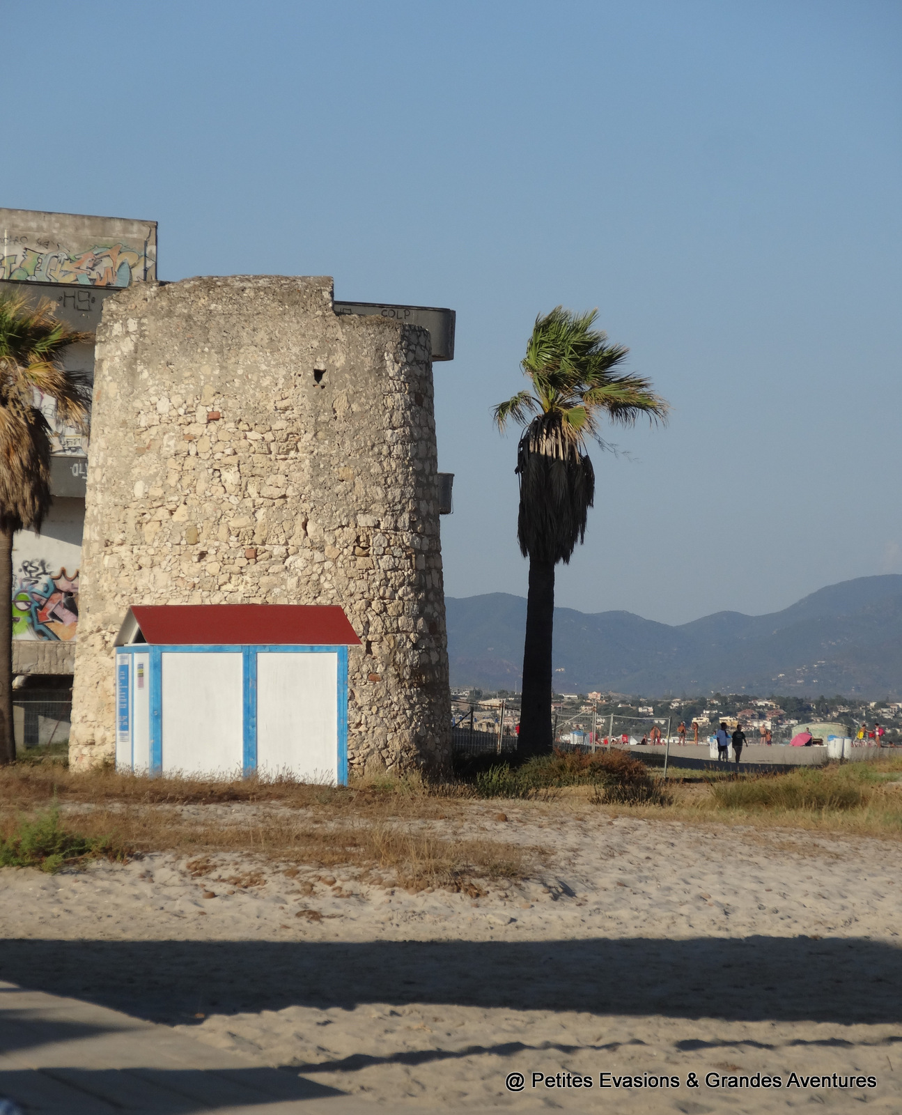Tour aragonaise sur la plage de Poetto