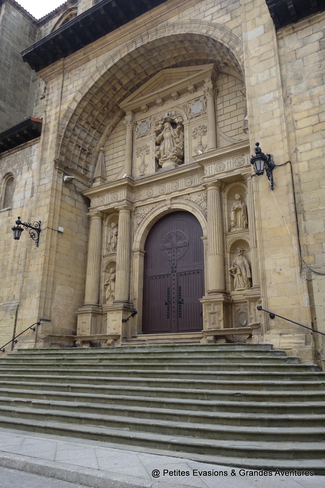 Entrée de l'Église de Notre Dame de l'Ascension