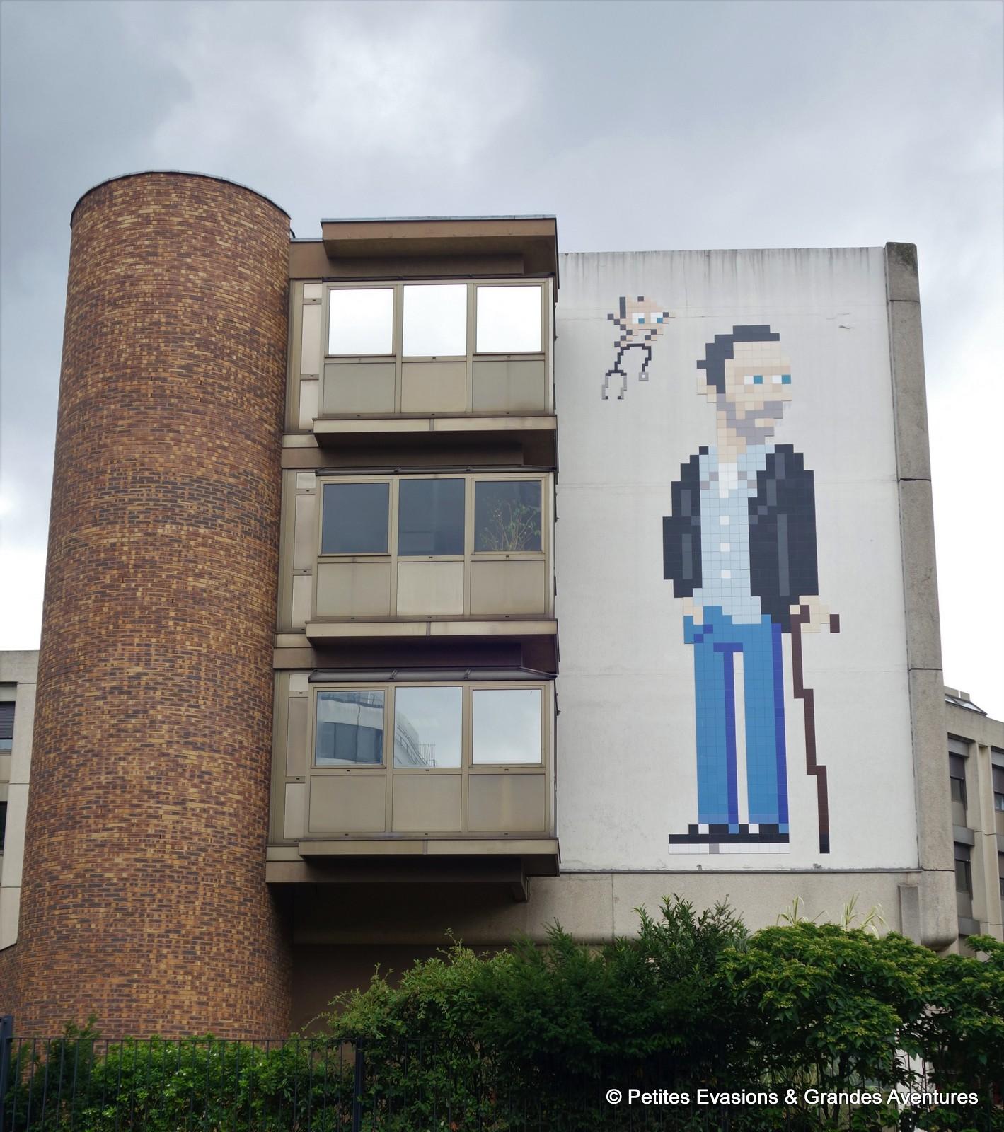 Dr House, par Invader, sur le mur de l'Hôpital de la Salpêtrière