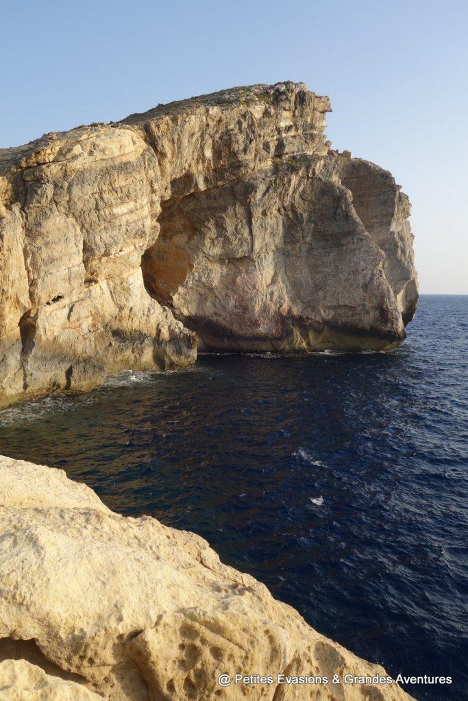 Fungus Rock et la mer sombre (Gozo)