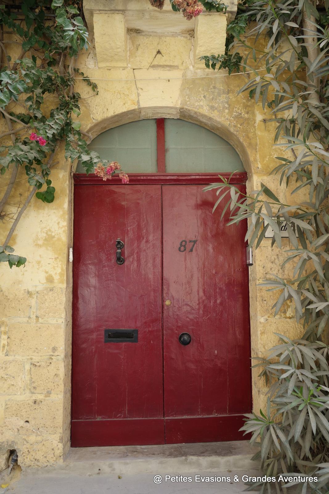 Porte rouge à L-Għarb (Gozo)