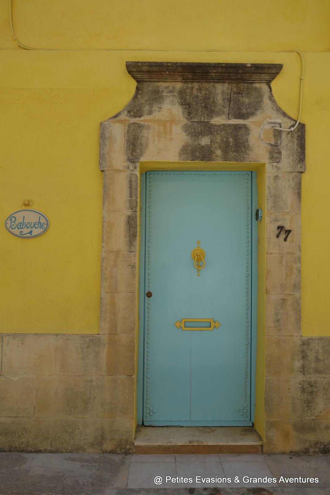 Porte et façades colorées à L-Għarb (Gozo)
