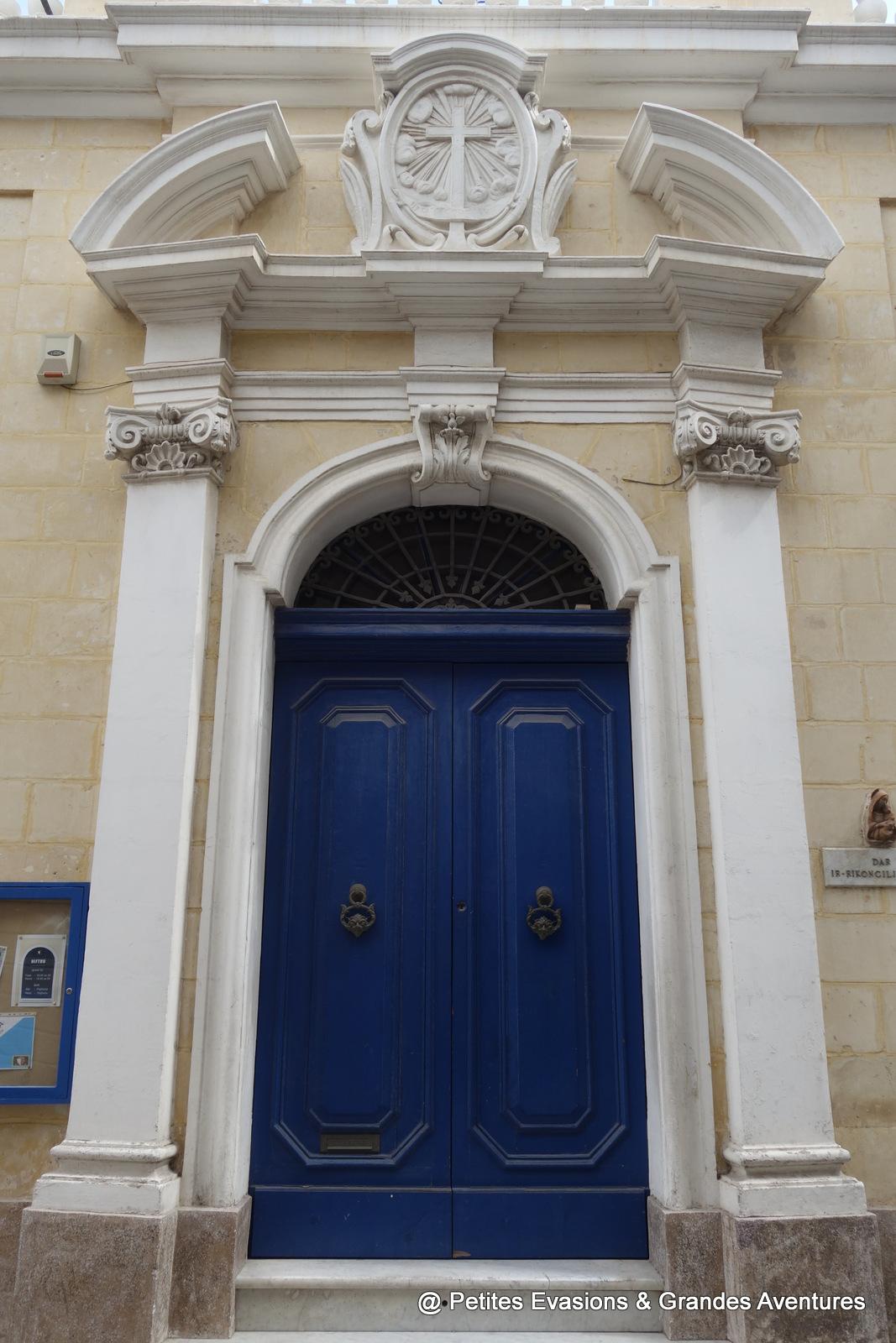 Porte bleue à Iż-Żejtun (Malte)