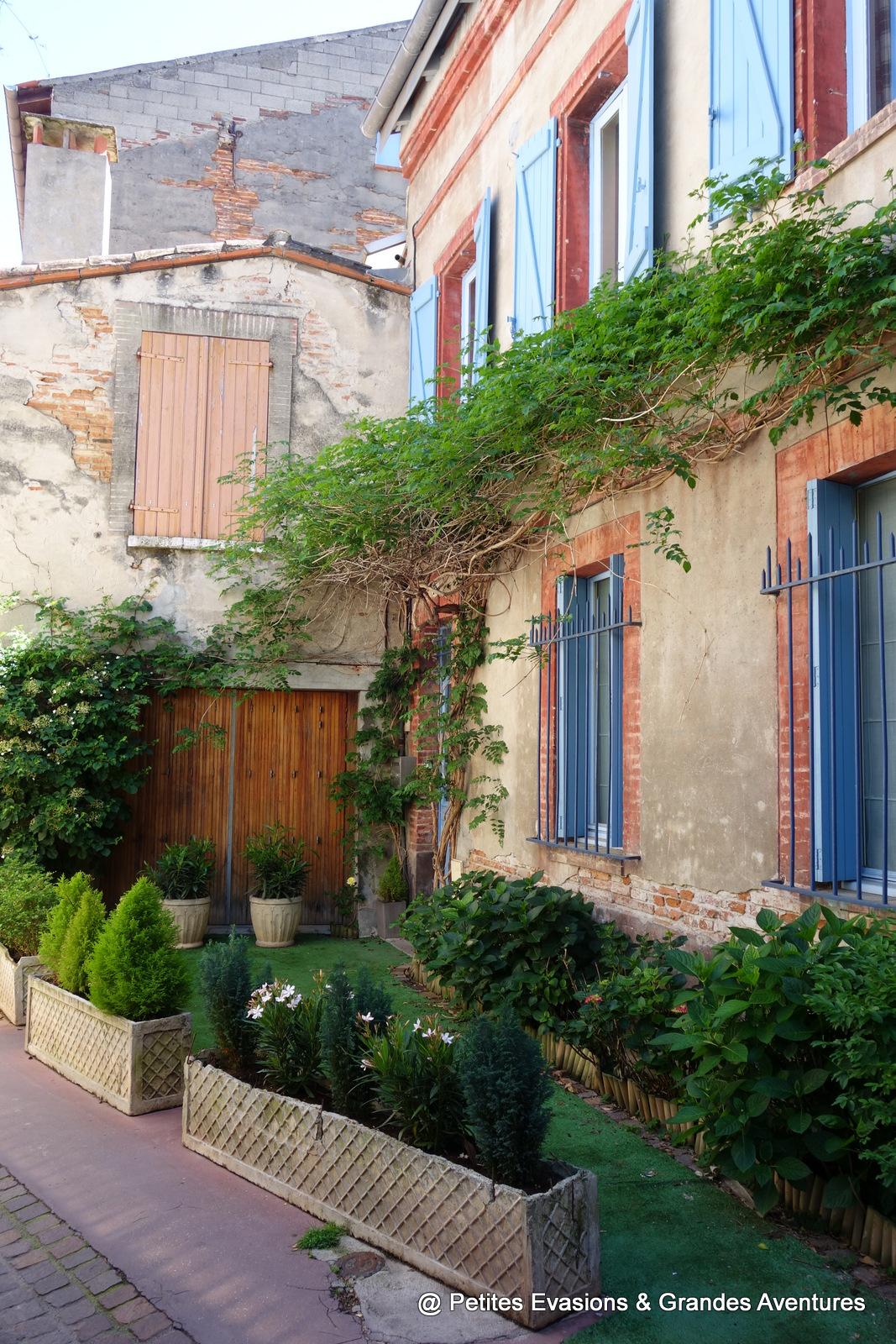 Dans la rue Neuve Toulouse