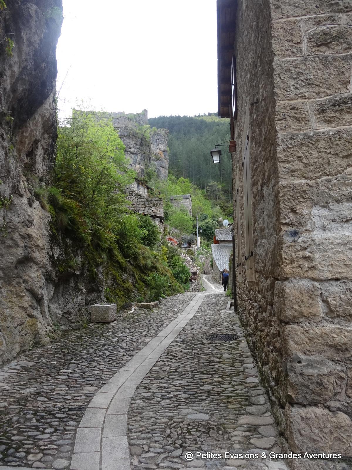Dans les rues de Castelbouc, Lozère
